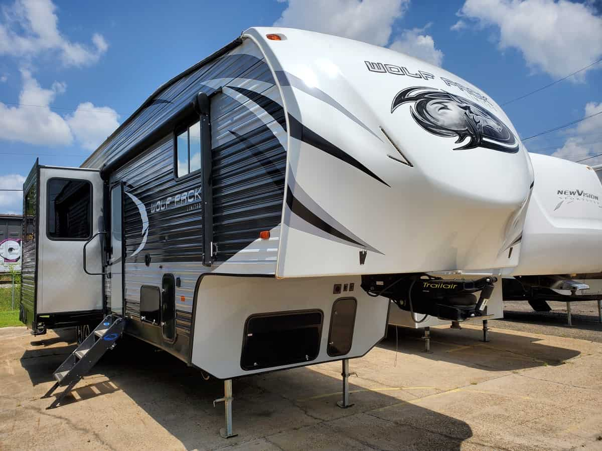 USED 2018 FOREST RIVER CHEROKEE WOLF PACK 325PACK13 - Bayou Outdoor Supercenter