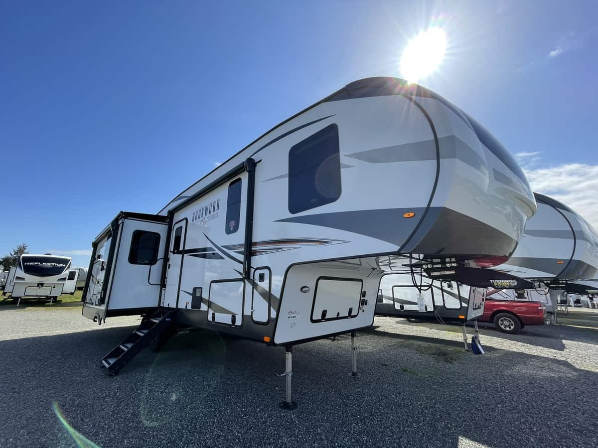 NEW 2021 Forest River Rockwood Signature Ultra Lite FW 8288SB - Clear Creek RV Center