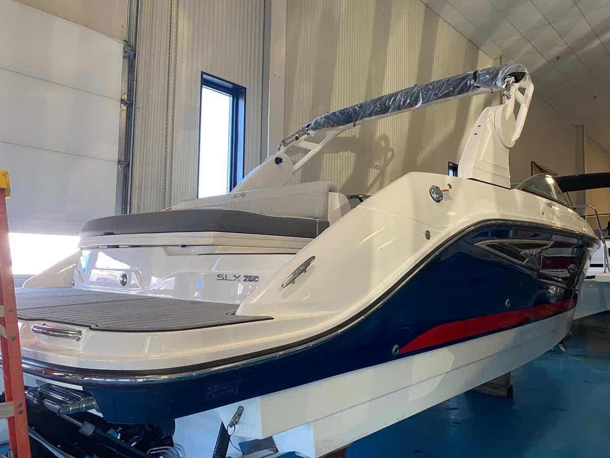 NEW 2021 Sea Ray 250 SLX - Hutchinson's Boat Works