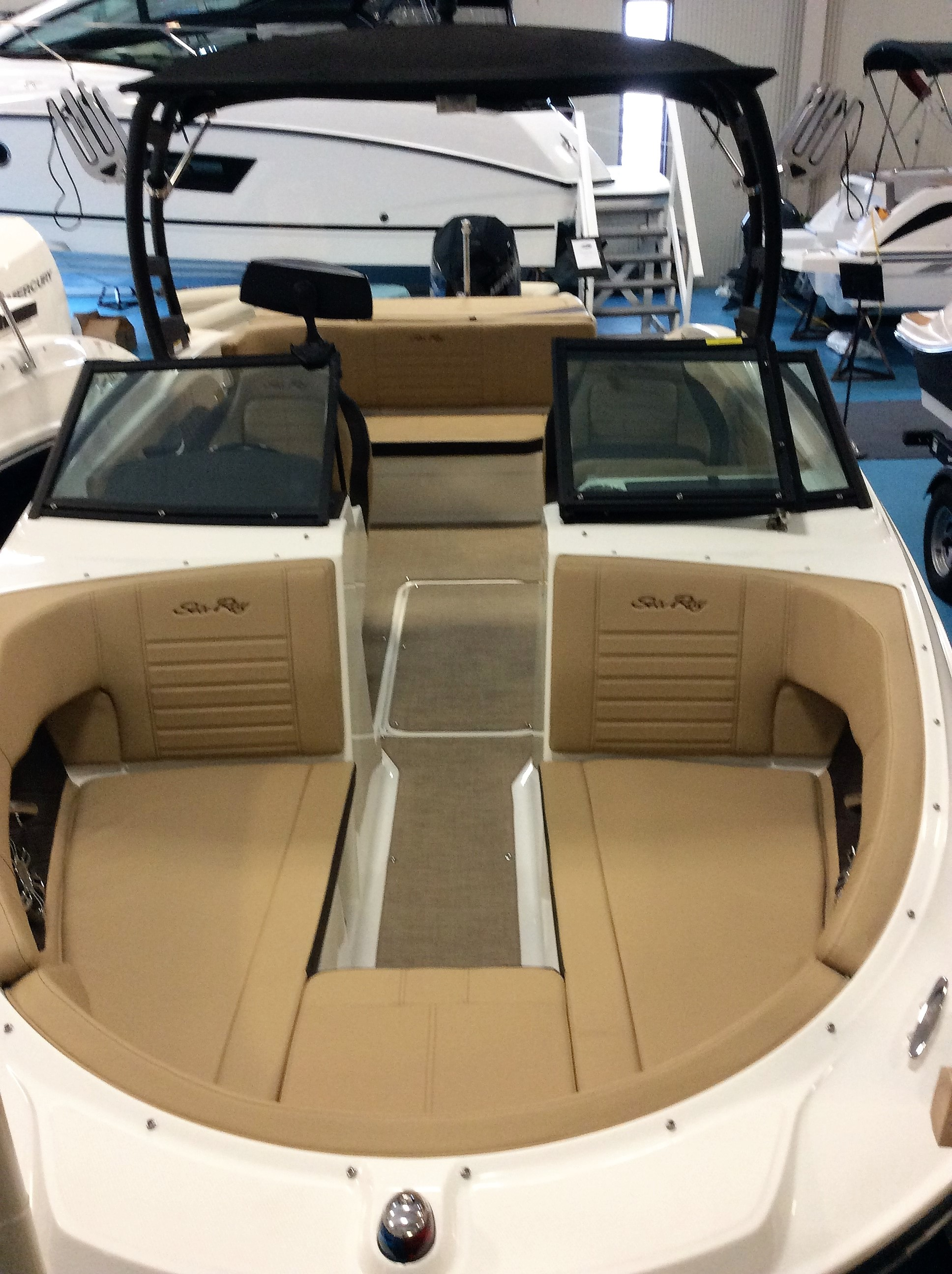 New Boats For Sale in New York | Bennington, Sea Ray & Beneteau