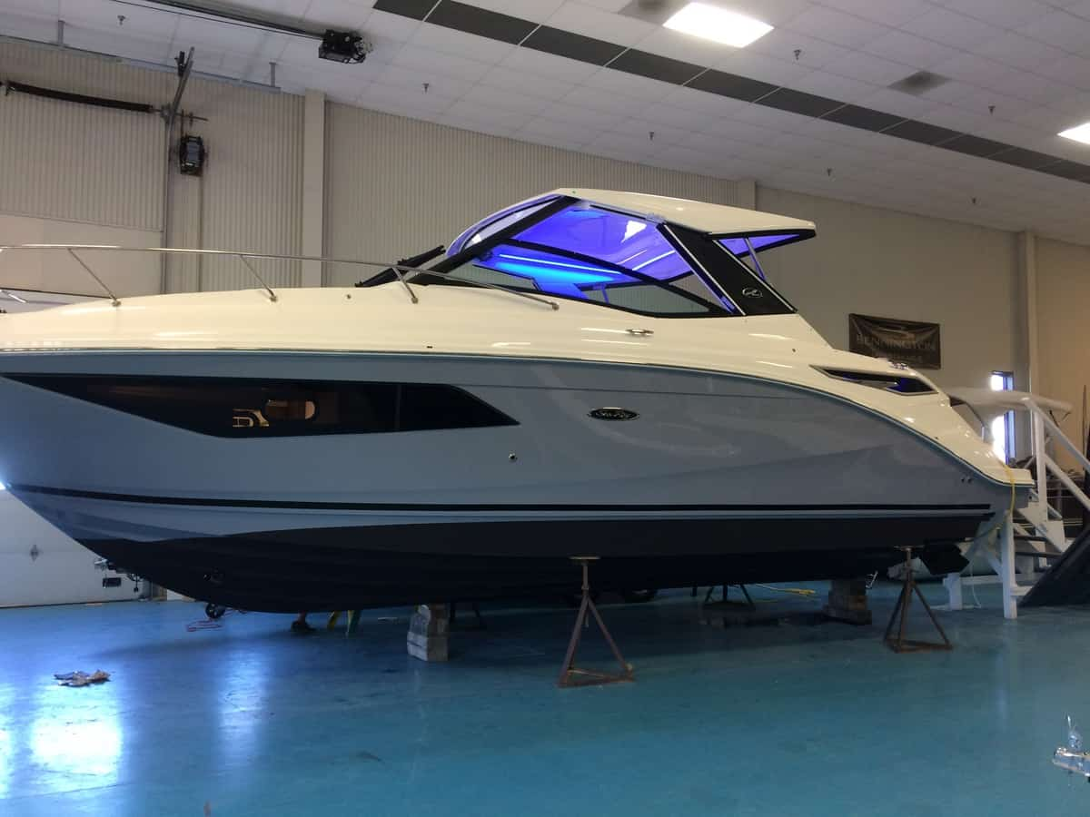 NEW 2020 Sea Ray 320 Sundancer - Hutchinson's Boat Works