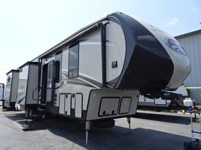 USED 2016 Forest River SANDPIPER 381RBOK - Rick's RV Center