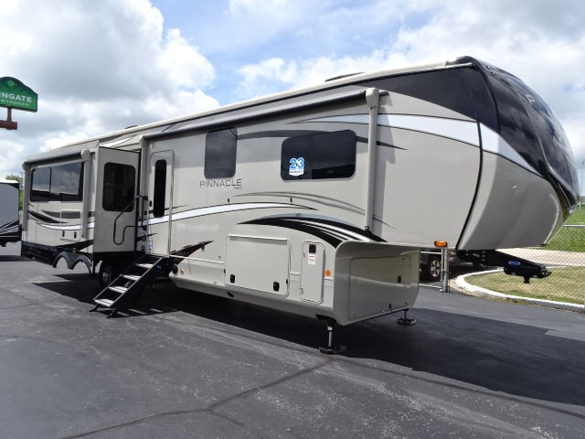 NEW 2021 Jayco Pinnacle 36KPTS - Rick's RV Center