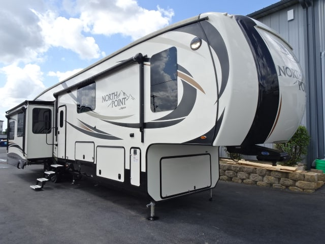 USED 2017 Jayco North Point 377RLBH - Rick's RV Center