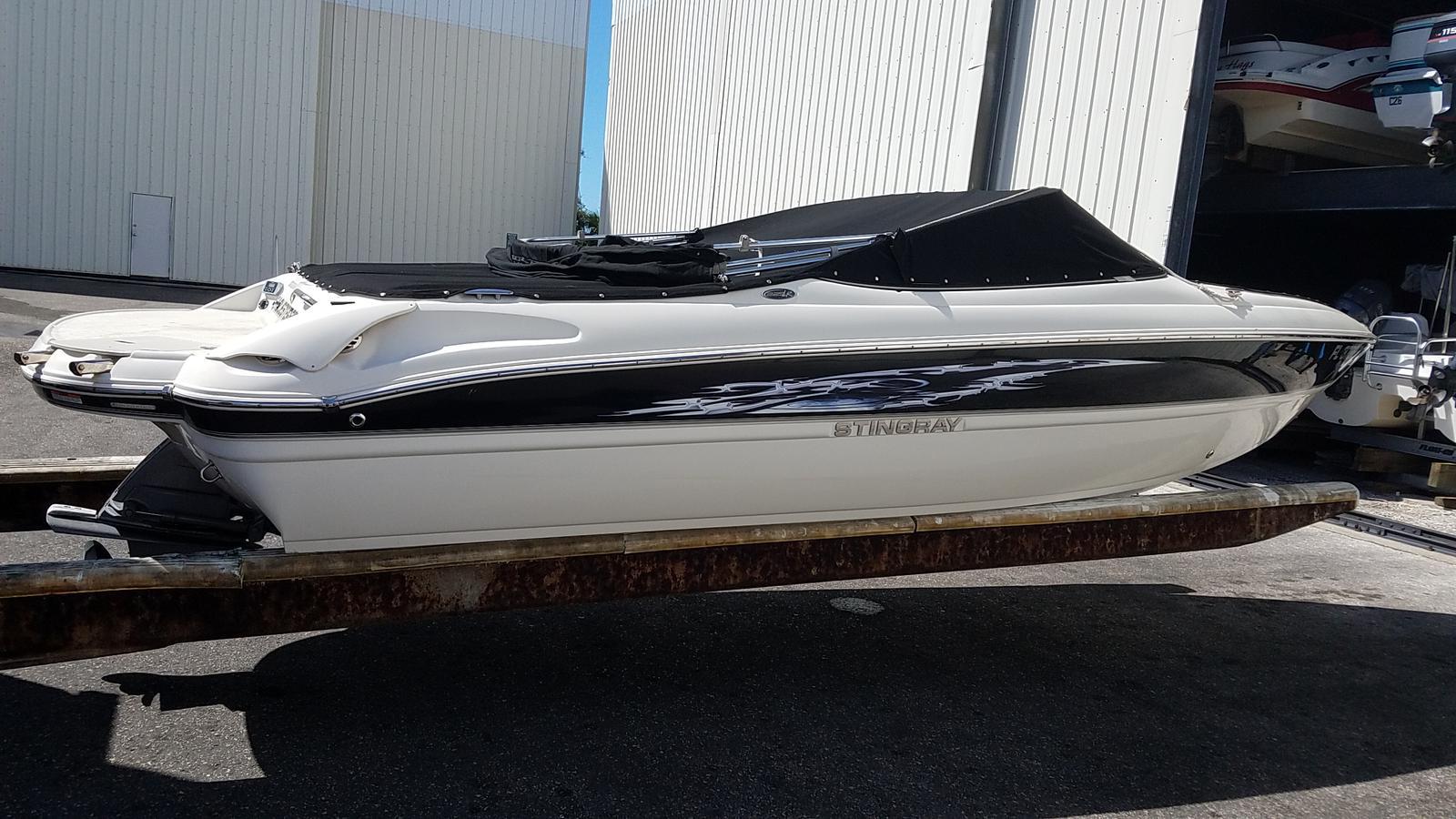 USED 2013 Stingray Boats 225LR | Sarasota, FL