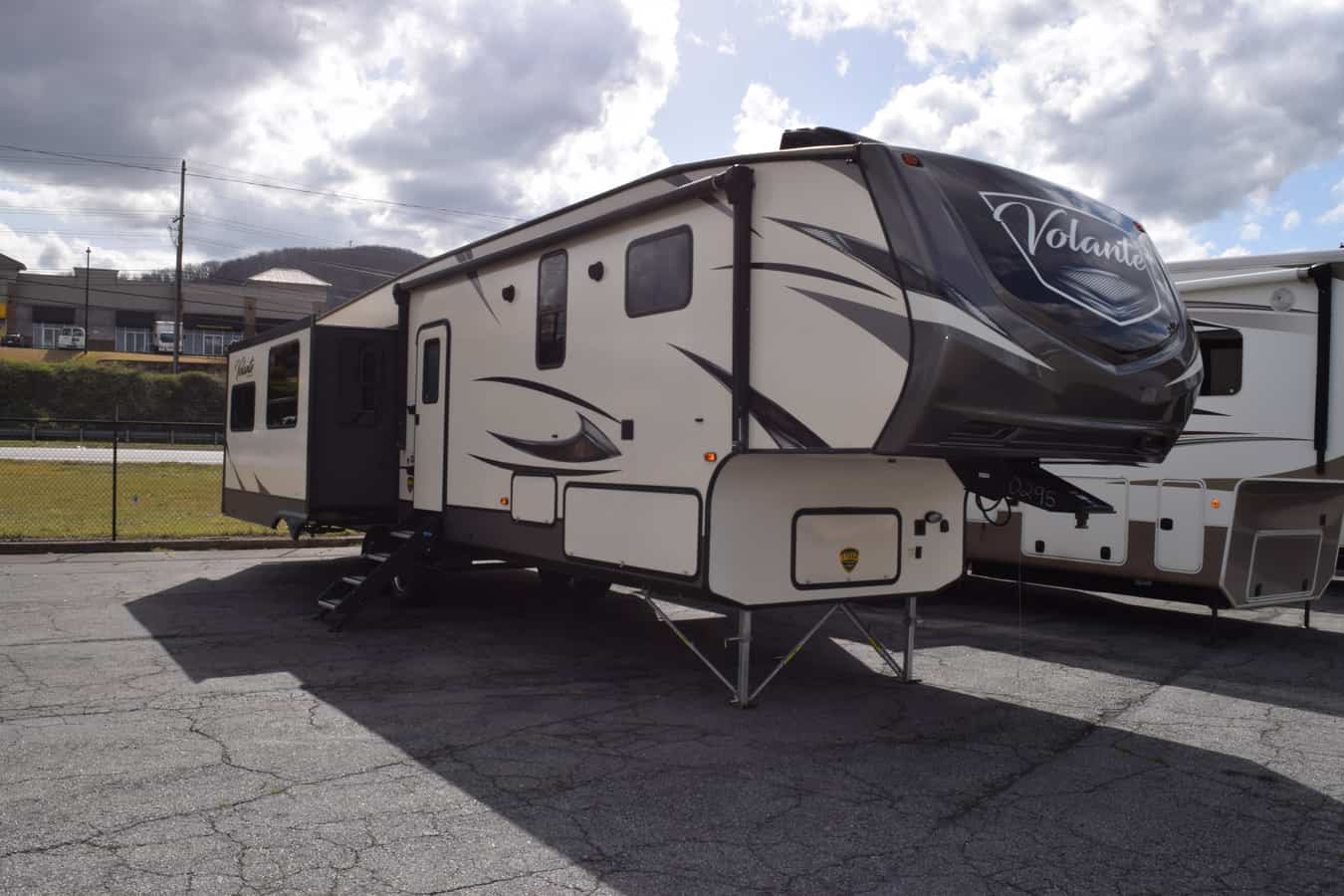 USED 2019 Crossroads VOLANTE 365MD - Three Way Campers