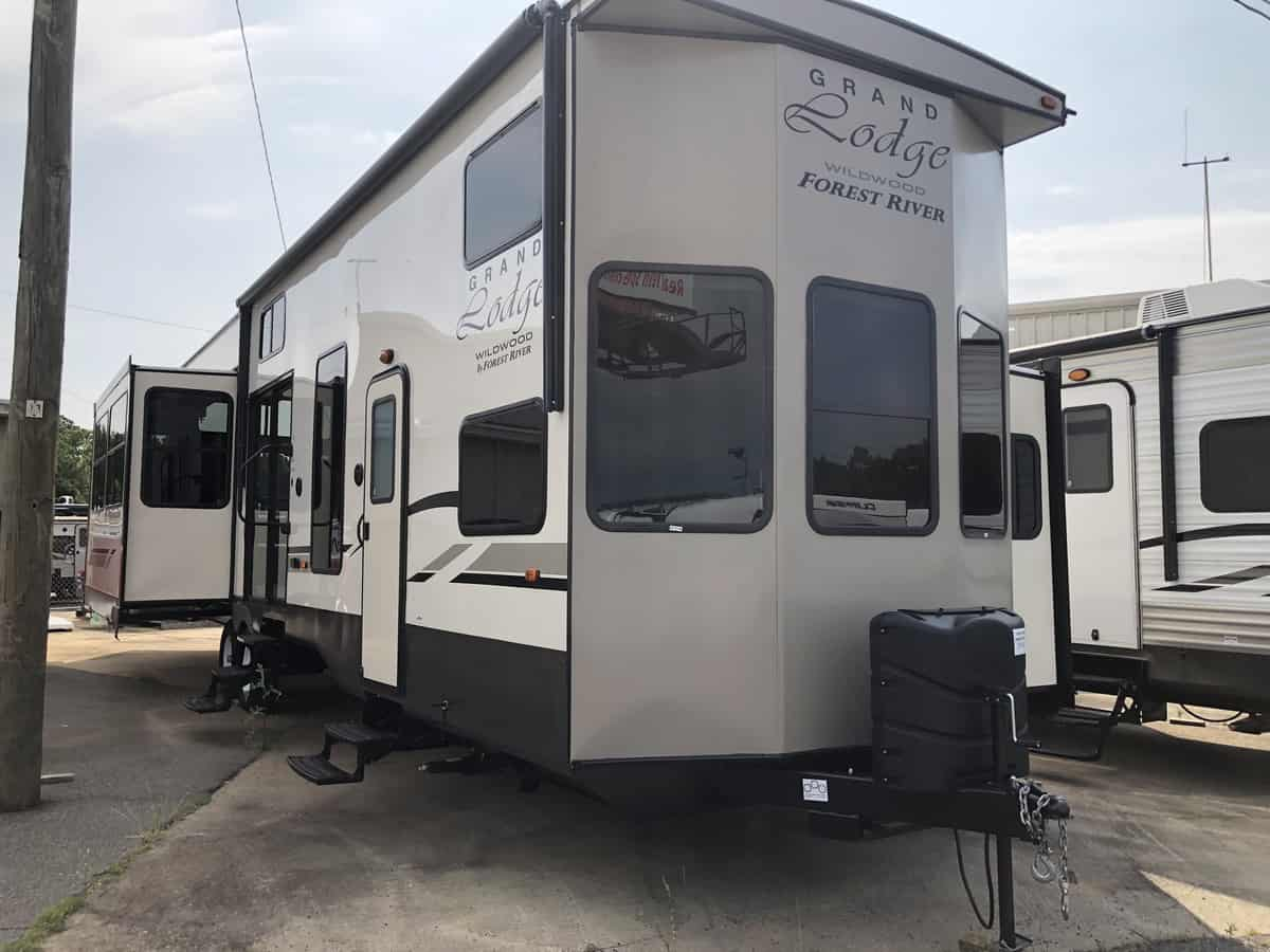 NEW 2020 Forest River WILDWOOD PT 42DL - Three Way Campers